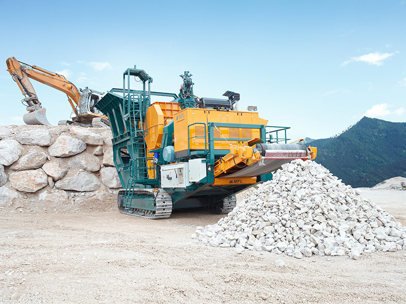 the mobile jaw crusher from sbm Mobile jaw crusher - sbm mineral processing  mobile jaw crusher the mobile jaw crushers are provided with a robust single toggle jaw crusher made by sbm.